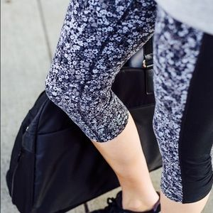 athleta • amalfi blue floral daisy leggings